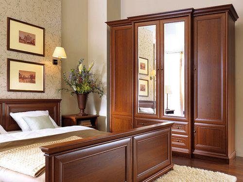 Шкаф с зеркалом в спальне