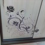 Наклейки на зеркала шкафа купе: оригинальный декор