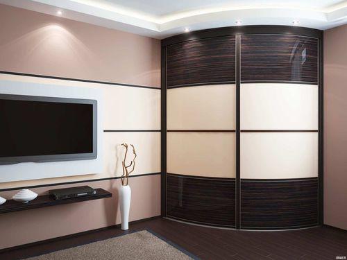 Красивый шкаф в спальне