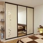 Выбираем шкаф с зеркалом в спальню: фото варианты