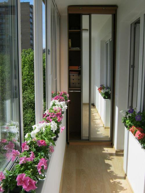 Шкаф купе на балконе