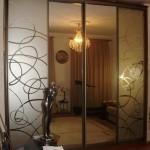 Шкафы с рисунком на зеркале и подсветкой