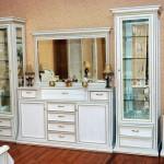 Стеклянные шкафы витрины для гостиной: красиво и доступно