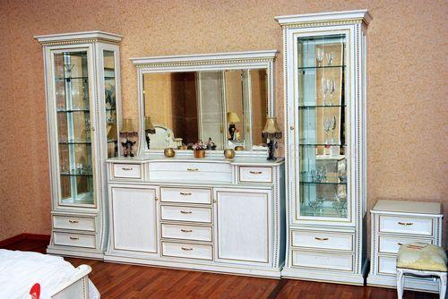 Красивые шкафы в гостиной