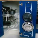 Выбираем угловой шкаф на кухню: храним посуду правильно