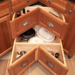 Как выбрать кухонный угловой шкаф