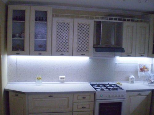 Делаем подсветку шкафов на кухне