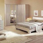 Красивая и функциональная спальня с угловым шкафом