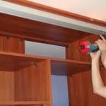 Как установить двери в шкаф купе