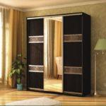 Выбираем 3-х дверный шкаф: виды и размеры мебели
