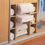 Сетчатые корзины для шкафов: размеры и варианты форм