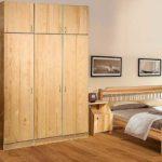 Выбираем шкаф из массива сосны: особенности материала и мебели