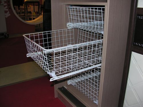 Выбираем выдвижные шкафы